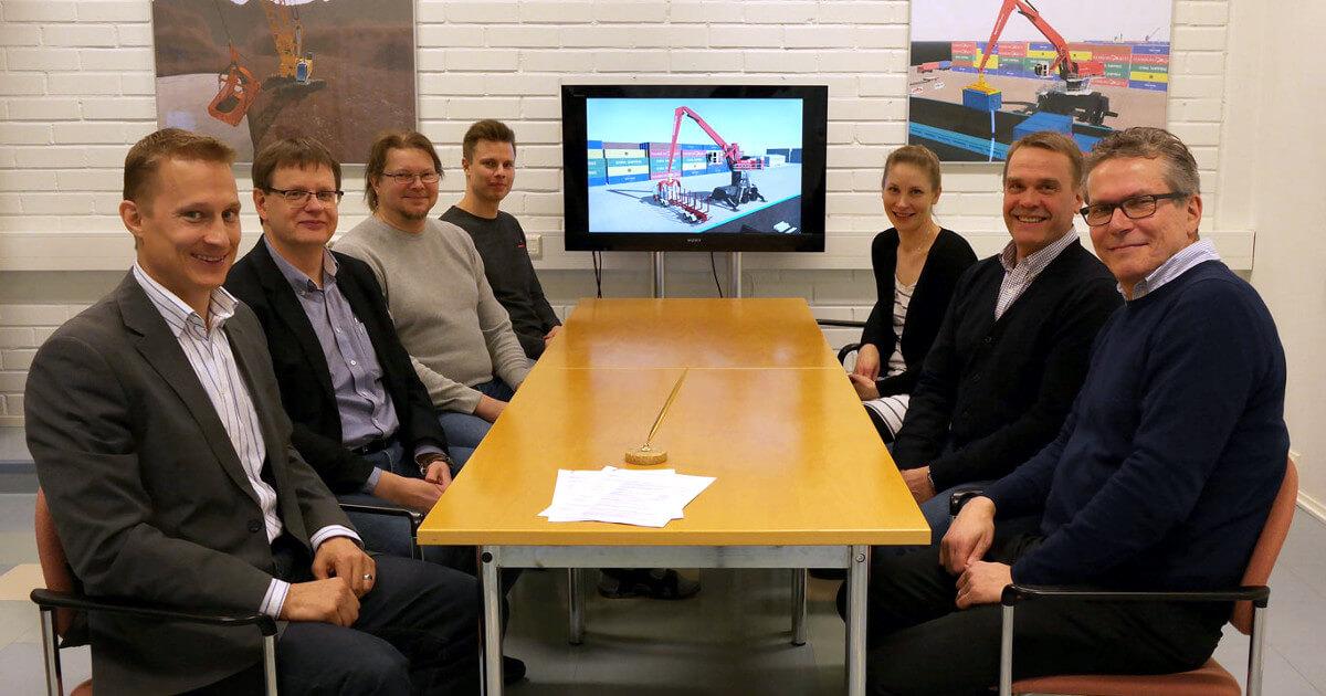 A next-generation port crane simulator for EKAMI